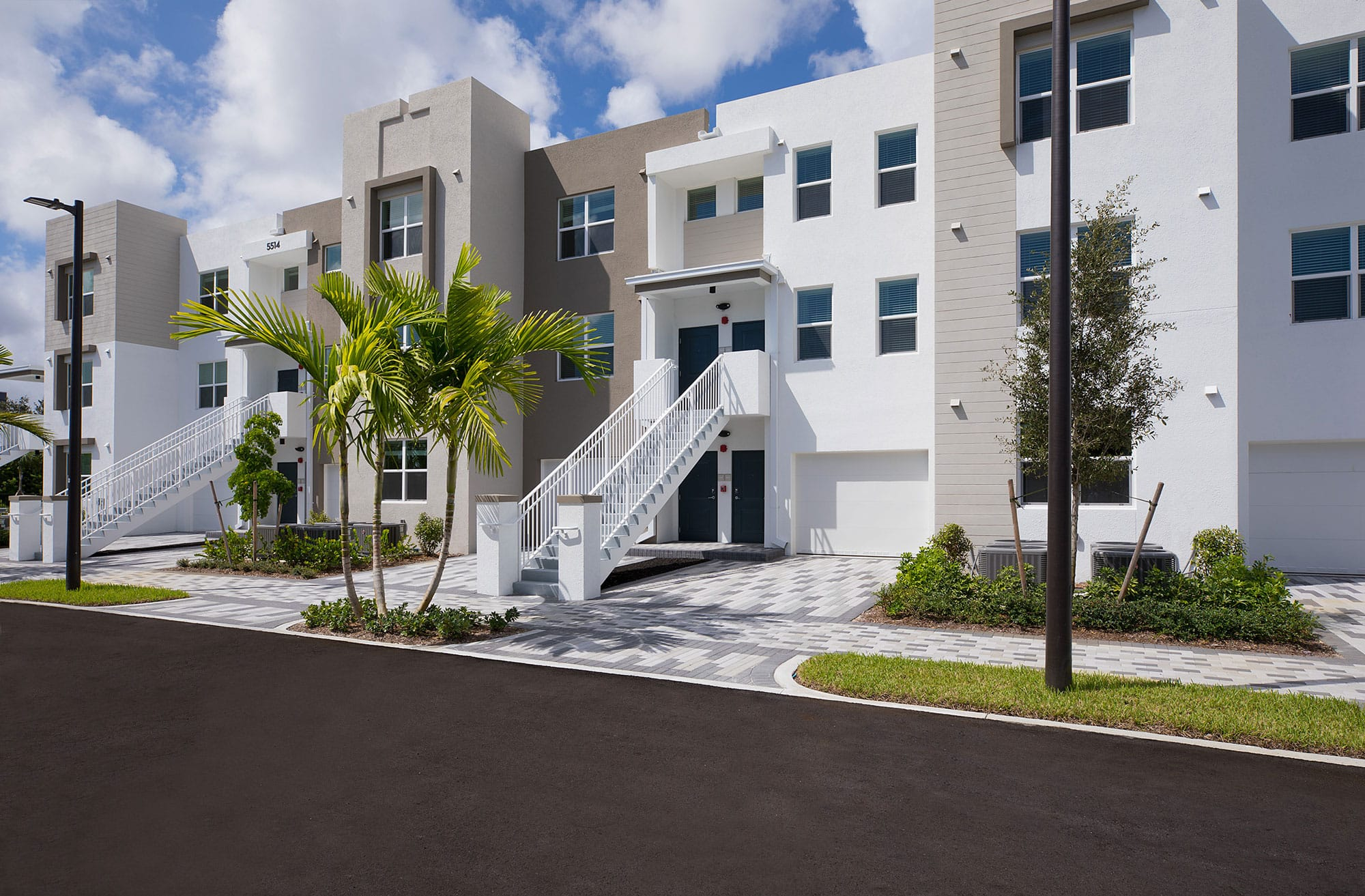 Bell Partners Acquires Two Apartment Communities in Boca Raton, Fla.